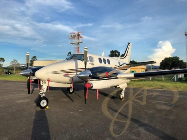 KING AIR C90B ANO 2001