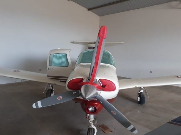 Piper PA-28RT-201T Chincul 1992